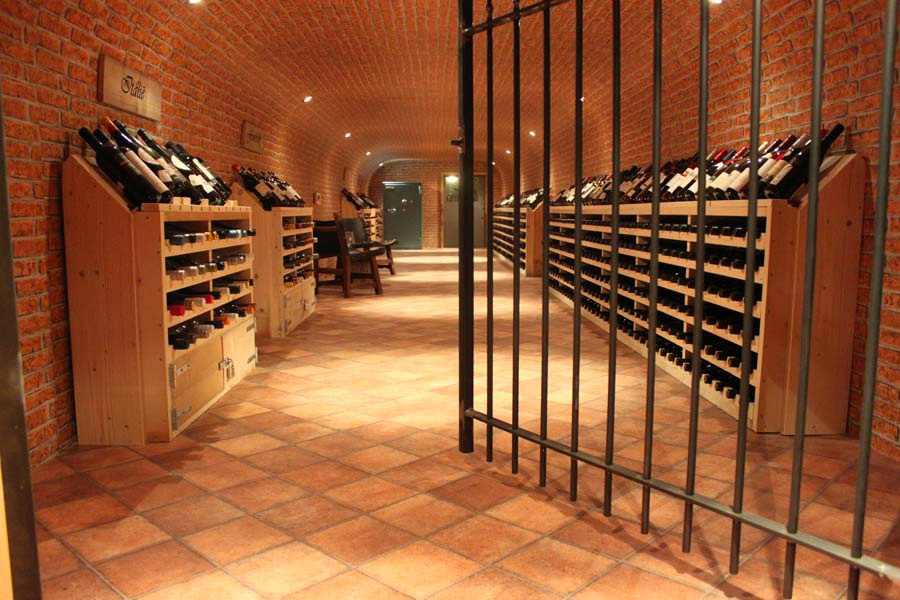 escape room, wijnkelder