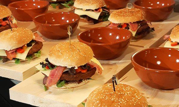 club binnen beach build your own burger