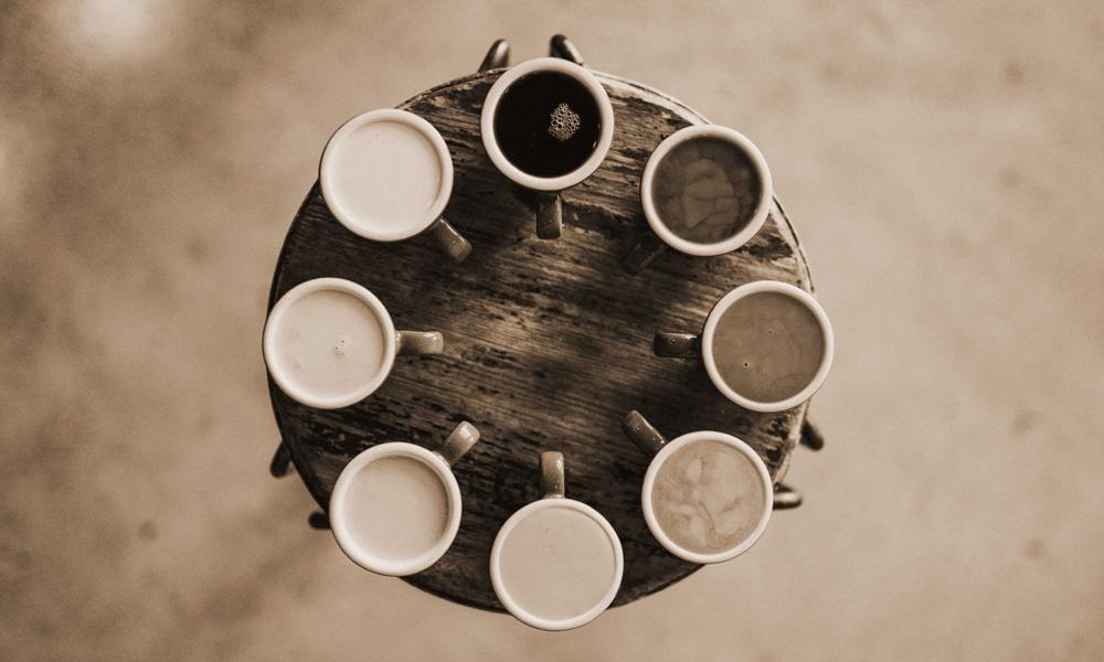 laatste-feestje-koffietafel-sepia